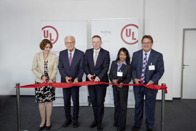 1_UL-cybersecurity-Cut_the_ribbon-01-640x427 UL affronta le sfide della cyber-security in Europa